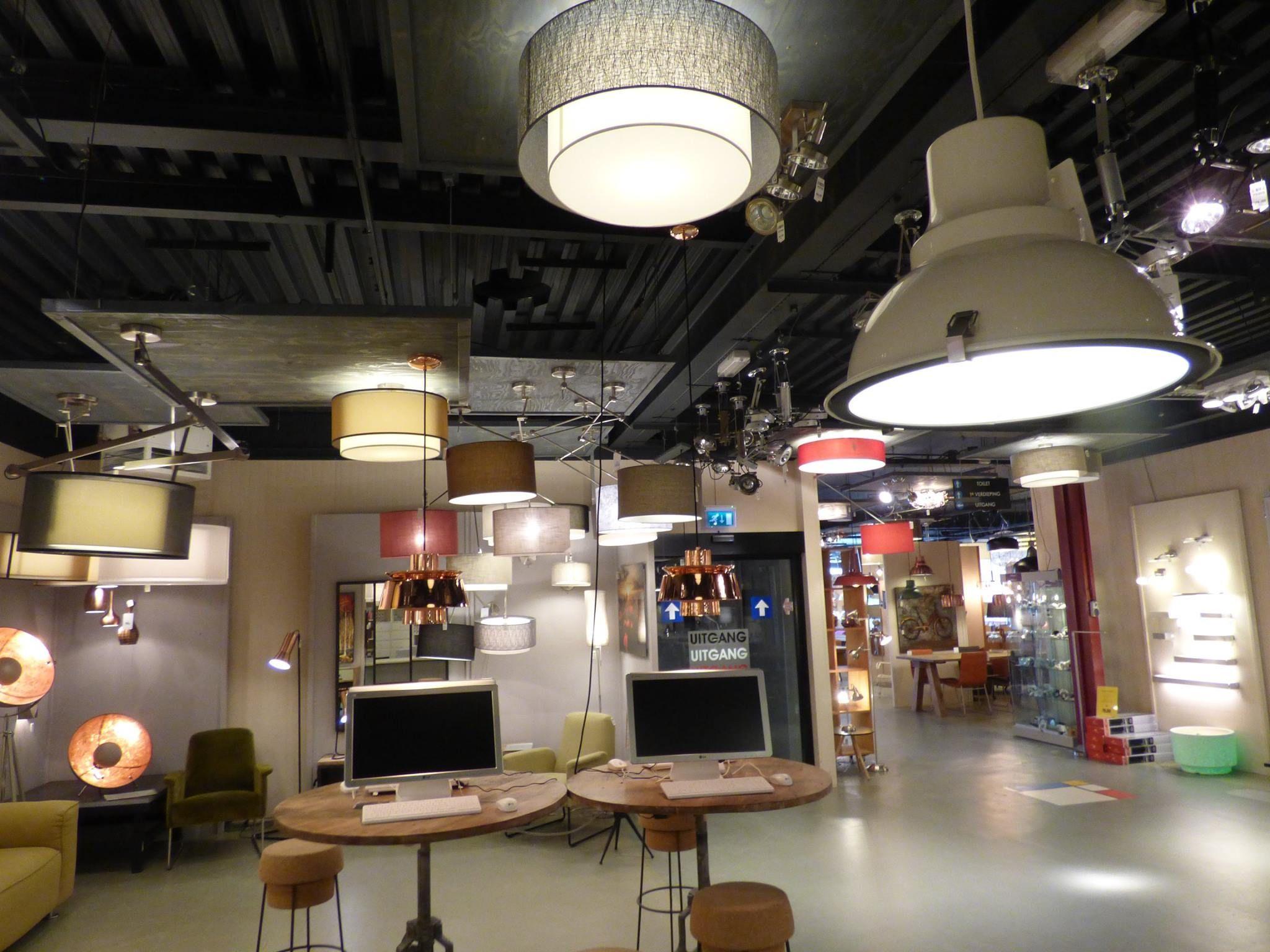 Iluminaci n showroom tienda interior l mparas for Lamparas de pared interior