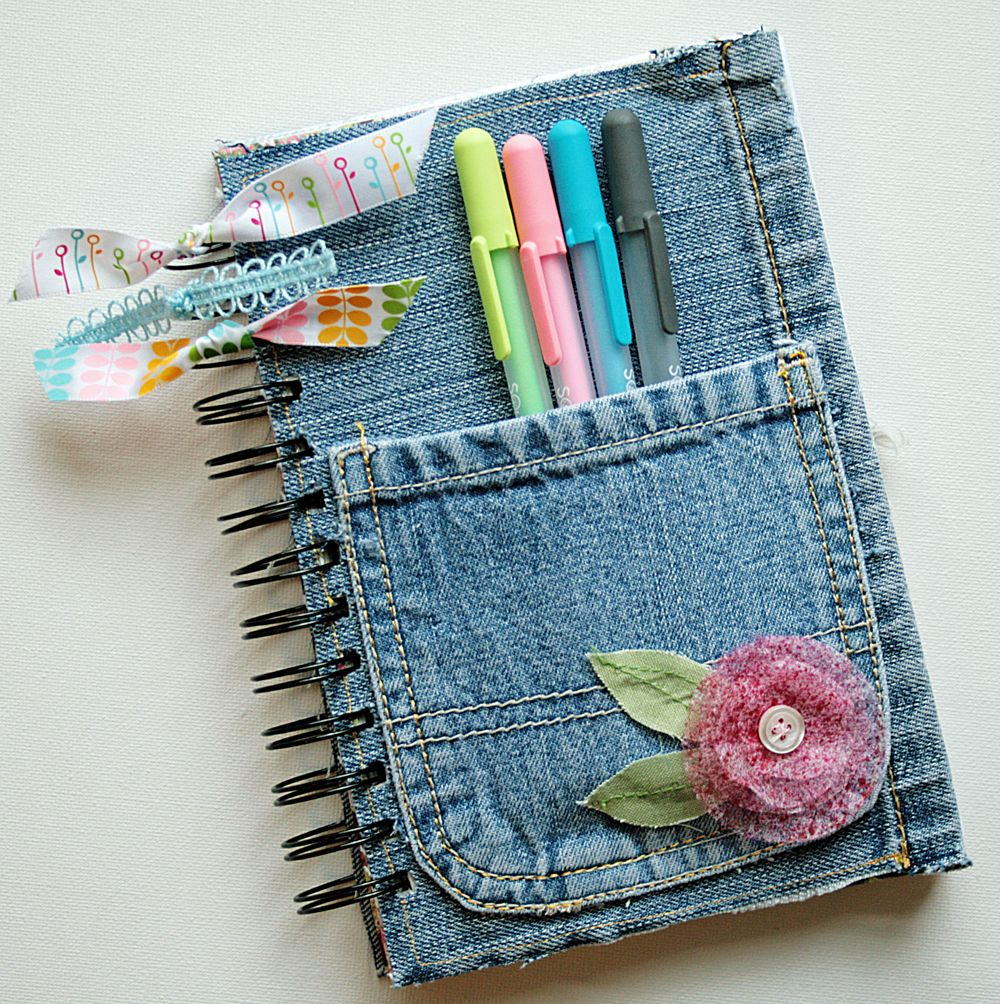 Make a notebook with a handy pocket for back-to-school with those worn-out jeans. Life Made Creations has the tute.r #crafts #diy #wedding www.BlueRainbowDesign.com
