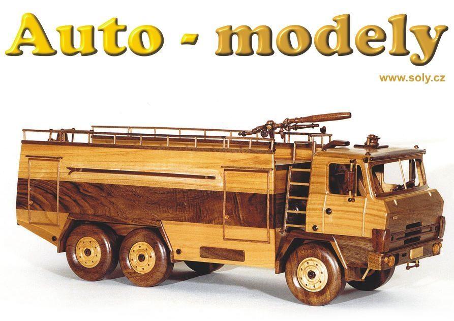 Dřevěný model vozidla požární TATRA 815.