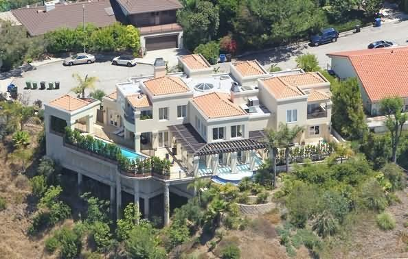 Is This Lady Gaga S House Celebrity Houses House Lady Gaga