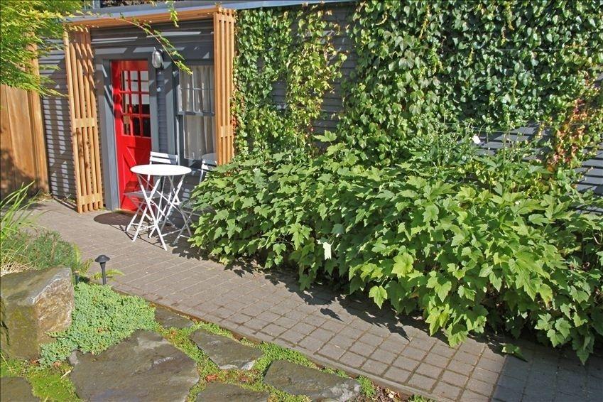 The Kuza Garden Cottage a Food & Wine... VRBO Garden