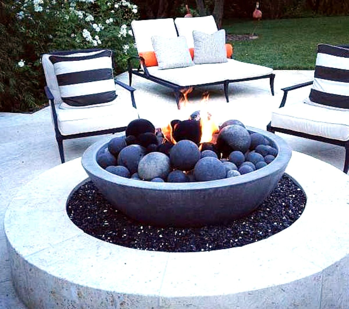 Backyard patio firepit ideas - Ok Thisssss Firepit Stylish This Is Supposedly Khloe S Kardashian S Firepit Ideaspatio Ideasbackyard