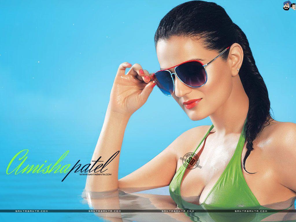 Amisha Patel Hot HD Wallpaper #205