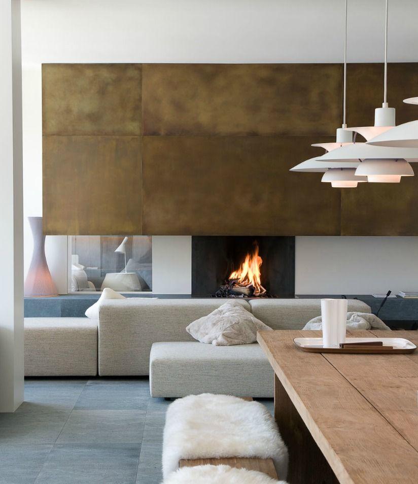 Diese Moderne Wohnung Stellt Eine Wunderschöne Mischung Aus Minimalismus,  Dekorativen Motiven Und Gemütlicher, Einladenden Wärme Dar.Die  Wohnungseinrichtung