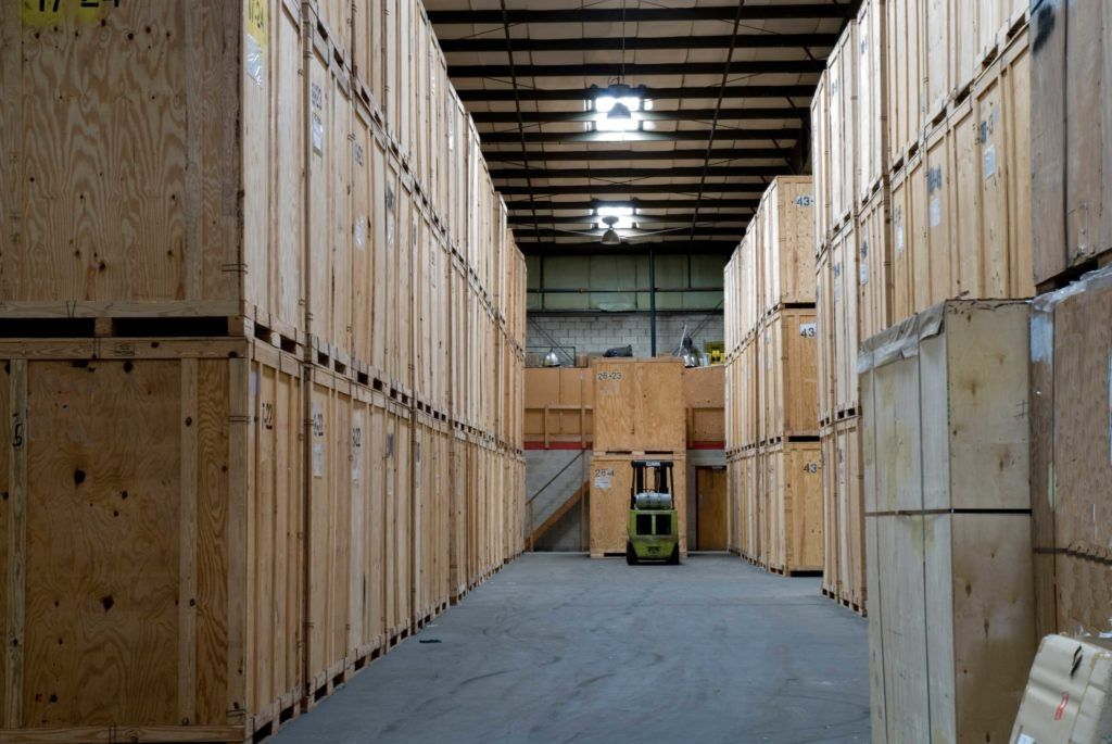 Difference Between Full Service Storage And Self Storage Units In 2020 Packing Services Home Storage Solutions Best Moving Companies