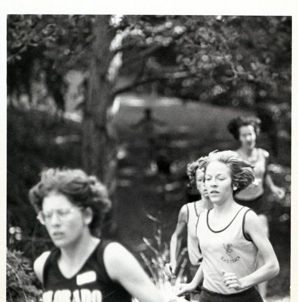 Black and white photo of University of Oregon cross country runner Cheri Williams in action at the 1978 Cal Invitational. ©University of Oregon Libraries - Special Collections and University Archives