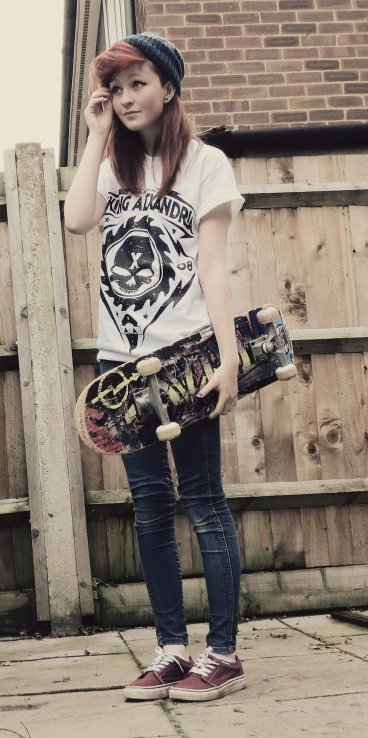 How To Do The Street Style Punk Look Skateboarding Pinterest Tendencies Tshirt Off Line Hitam M Band T Shirt Skinny Jeans Converse Or Basketball Shoes And Beanie