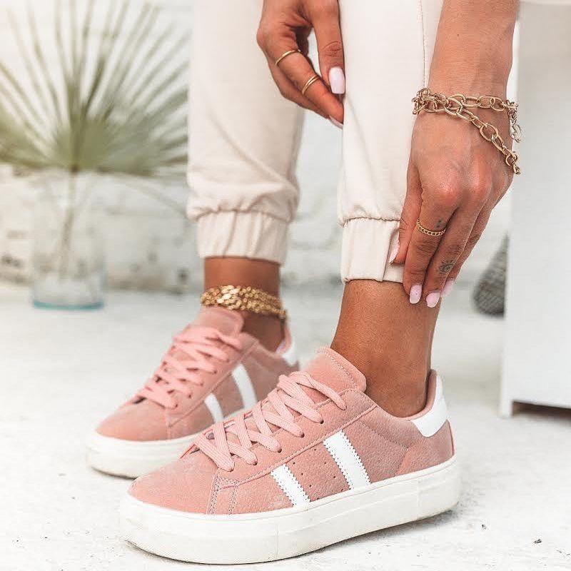 Jesteście team sportowe czy eleganckie buty? 🤪 ja zdecydowanie częściej stawiam na te sportowe. @kazarstudio 💋 #shoes #shoeslover #shoesaddict #pink #thinkpink #legs #summer #ootd #buty #obuwie #kazarstudio #jewellery #jewellerydesign #white #body #obuwie #polskieobuwie #comfystyle