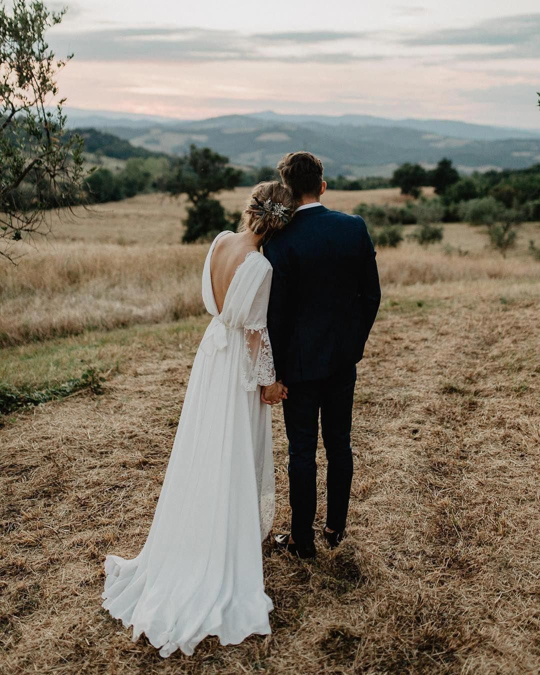 Bride And Groom Wedding Photo Ideas Weddingideas Weddingphotography Bohowedding Weddingin Wedding Photography Bride Bridal Photography Poses Wedding Photos