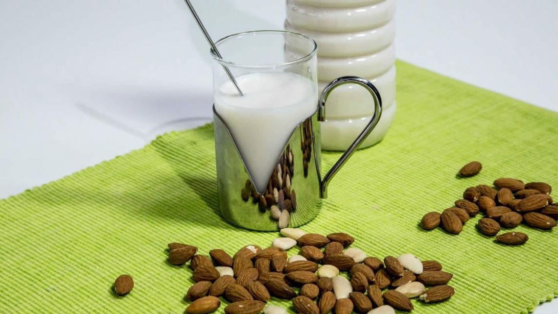 Latte di Mandorle Fatto in Casa
