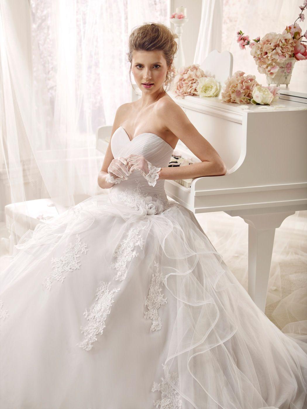 359fb735d052  wedding  weddingdress  2016  collection  bride  bridal  brides  fashion   love  white  sposa  abitodasposa  bianco  marriage  flowers