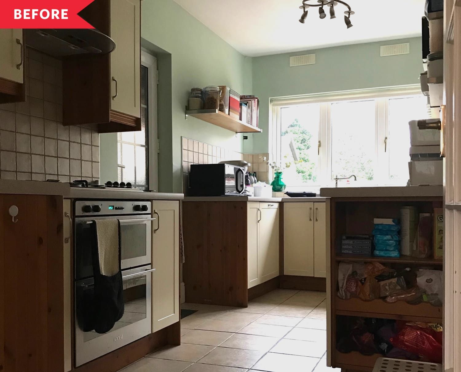 before and after this breezy kitchen redo will make you on kitchens that ll make you want to redo yours id=63974