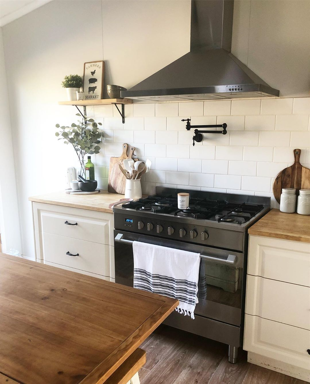 Hello Lovelies Happy Hump Day Nothing Beats Waking Up To A Clean Kitchen Does It Happen Every Day No Simple Kitchen Kitchen Easy Kitchen Backsplash