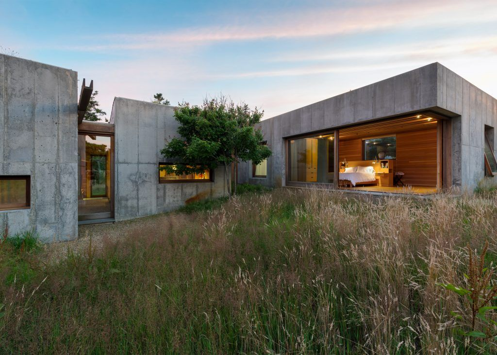 Eight Concrete Cubes Form Moveable Holiday Home On Martha S Vineyard Architecture Prefab Homes Compound House