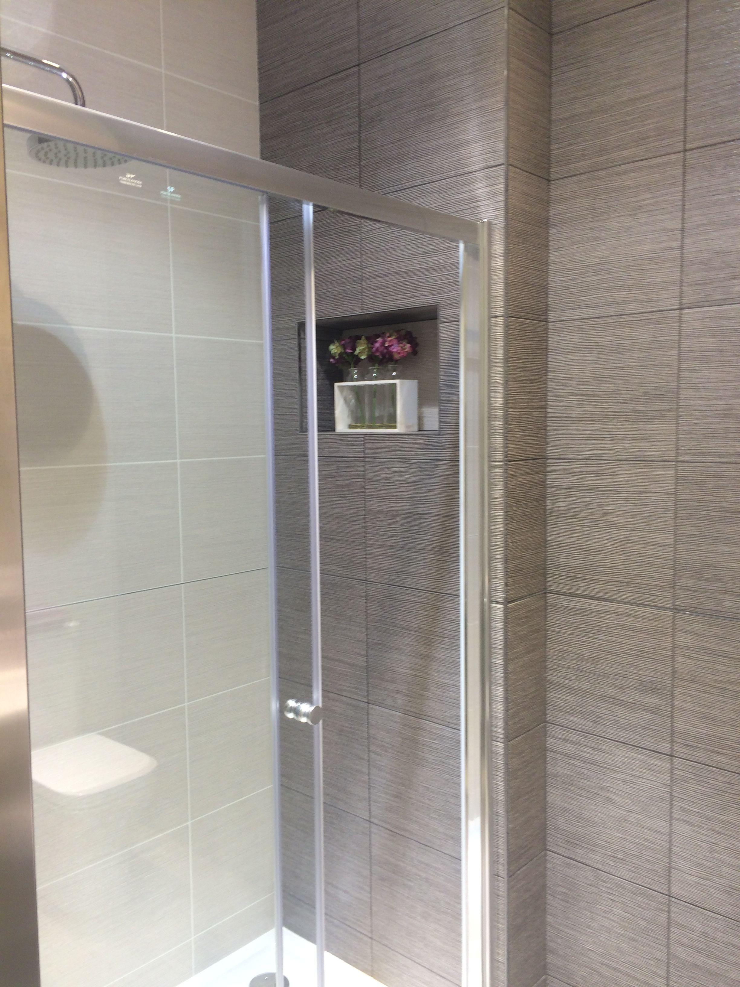 Porcelanosa japan marine and blanco tiles bathroom for Porcelanosa bathroom floor tiles