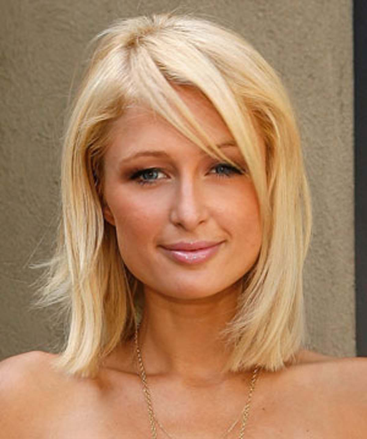 Paris Hilton Debuts New Hairstyle