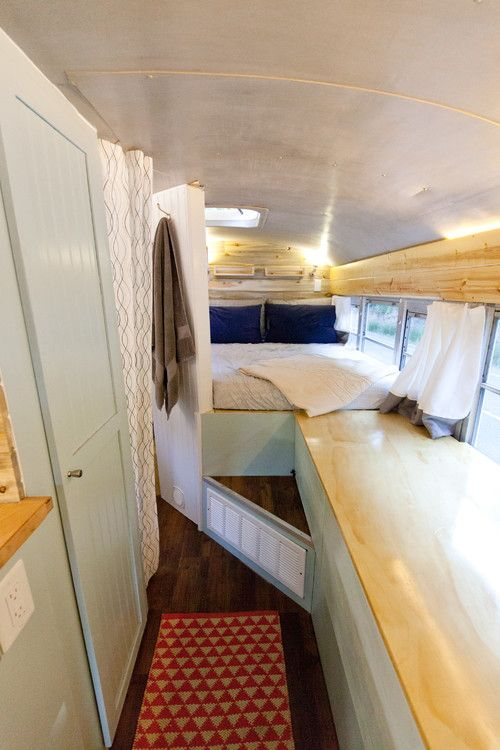 adventurous couple s diy school bus motorhome tiny homes pinterest am nagement bus maison. Black Bedroom Furniture Sets. Home Design Ideas