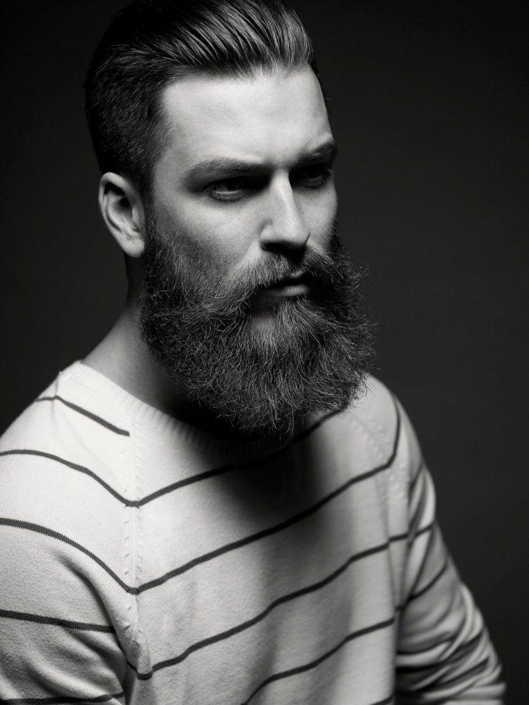 Un uomo con la barba lunga e baffi b133a95662cf