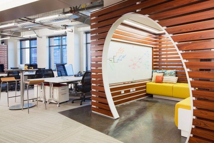 Abwechslungsreiche Büroatmosphäre mit Entspannungsbereich - buro zukunft trends modernen arbeitsplatz