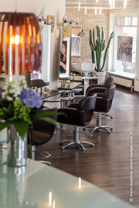 AuBergewohnlich Interieur, Interior, Salon, Friseursalon, Innenaufnahme, Steinwand,  Retrolampe, Spiegelung,