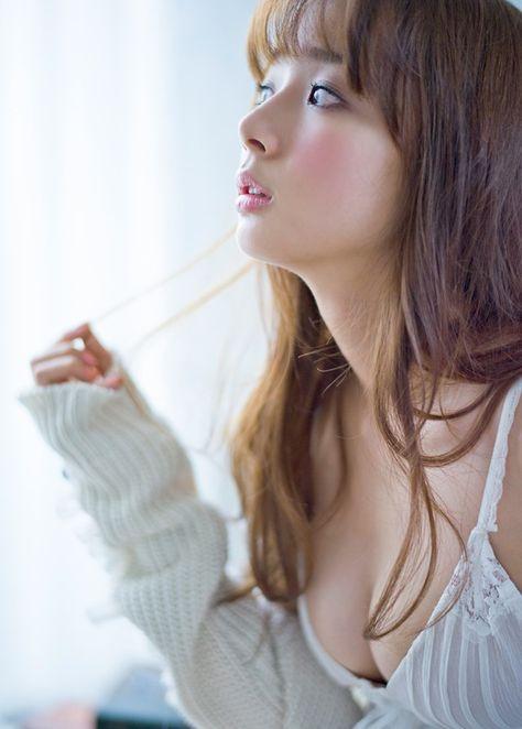 岡田紗佳さんのグラビア