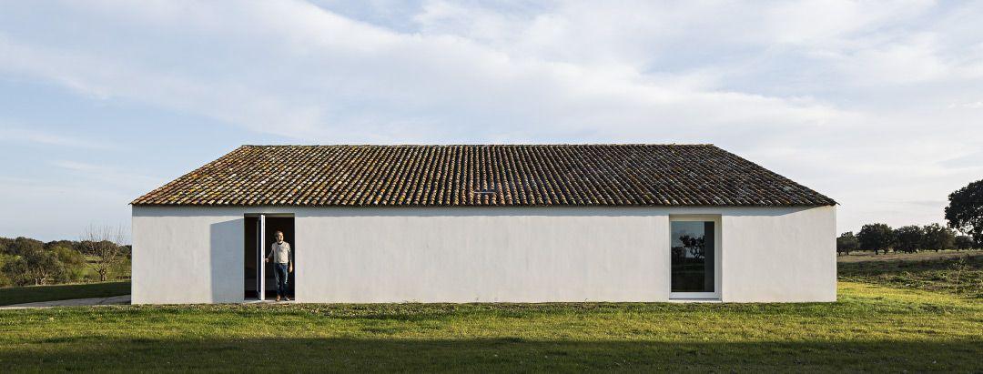 Elegant, contemporary farmhouse CASA NO TEMPO