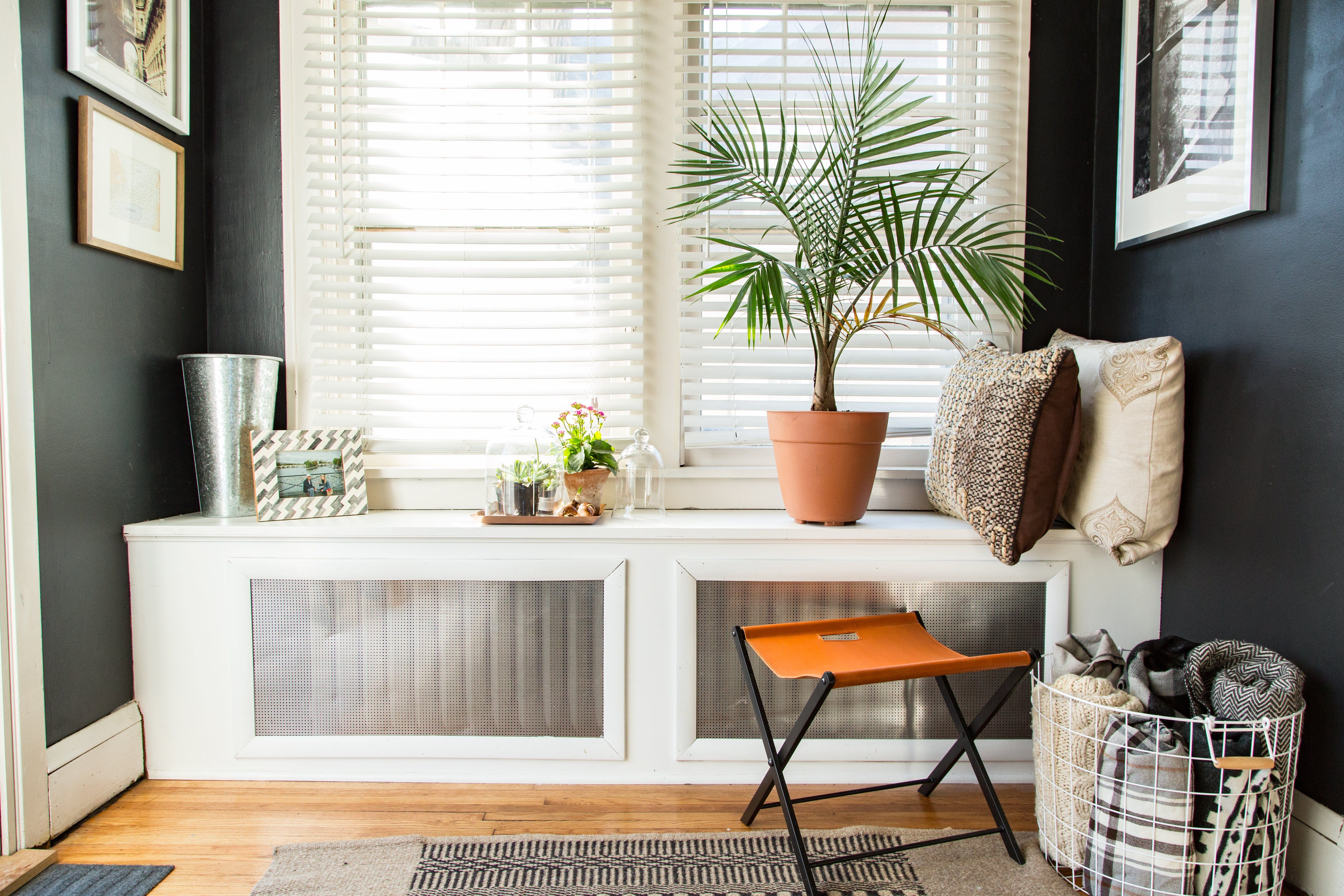 Paint colors that match this Apartment Therapy photo: SW 9011 Sun ...