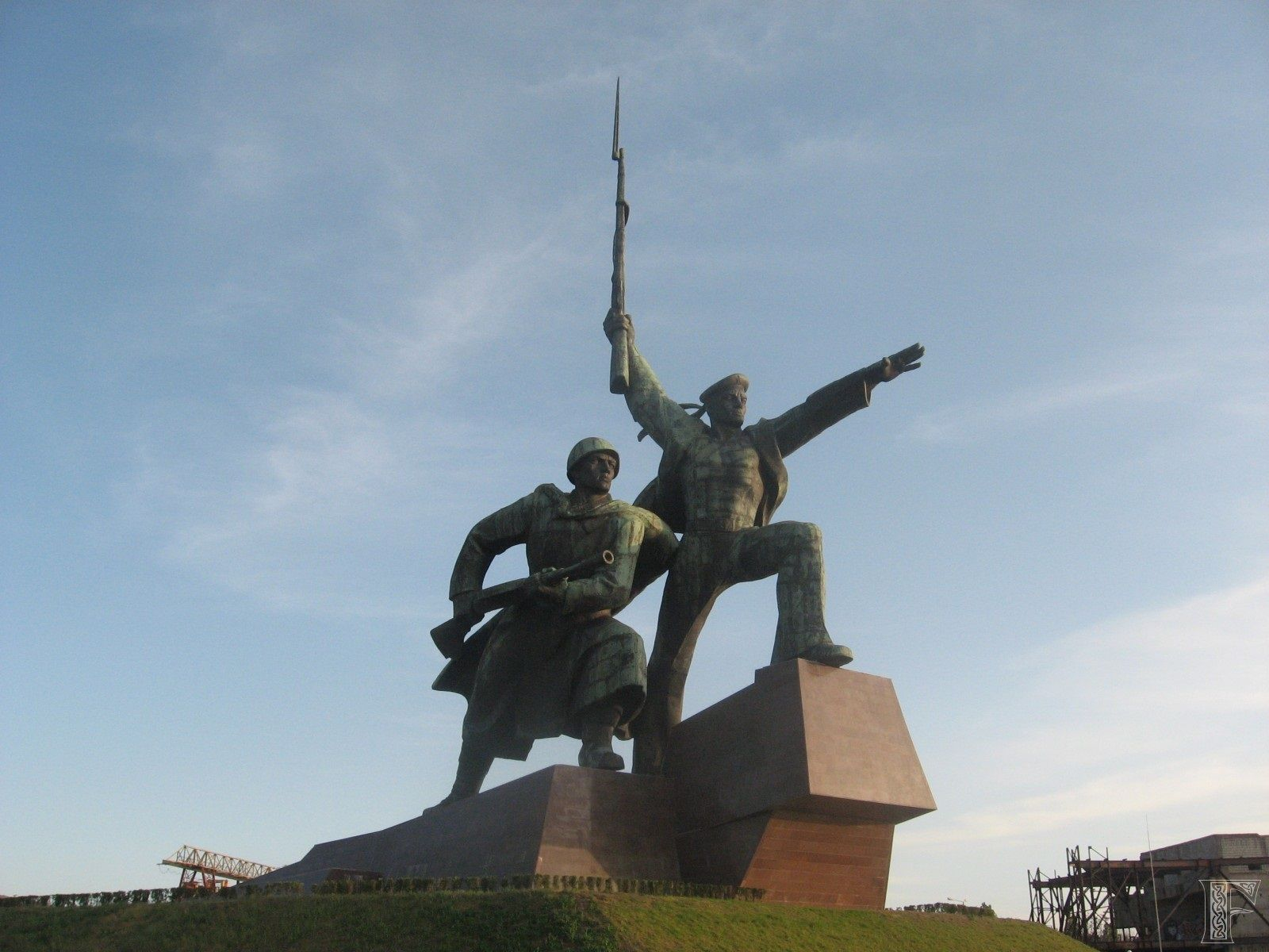 Cccp Soldier And Sailor Memorial Is A 40 Metre Tall Sculpture Built In Sevastopol Ukraine Approval For The Monument Was First Granted By Th Monument Vrijheid