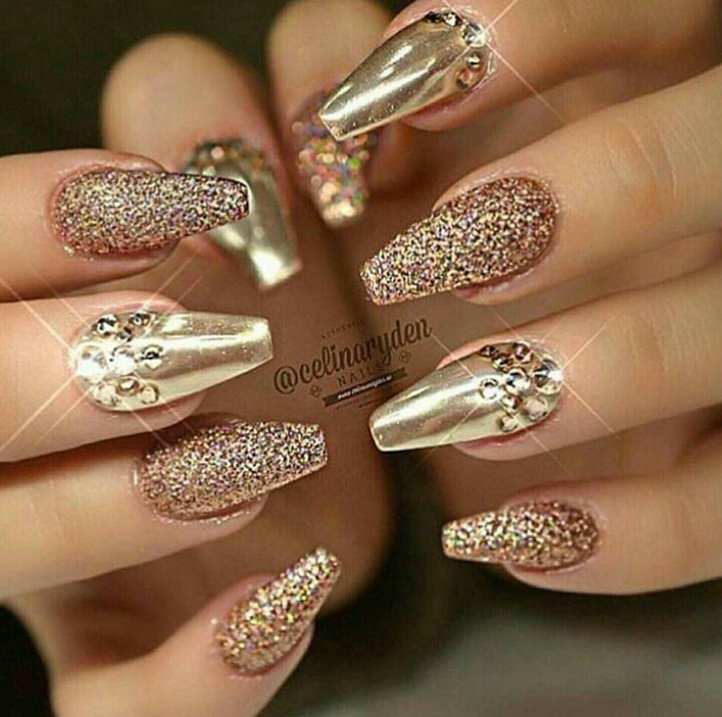 All that glitters.. is really gold. Love it!! Uñas