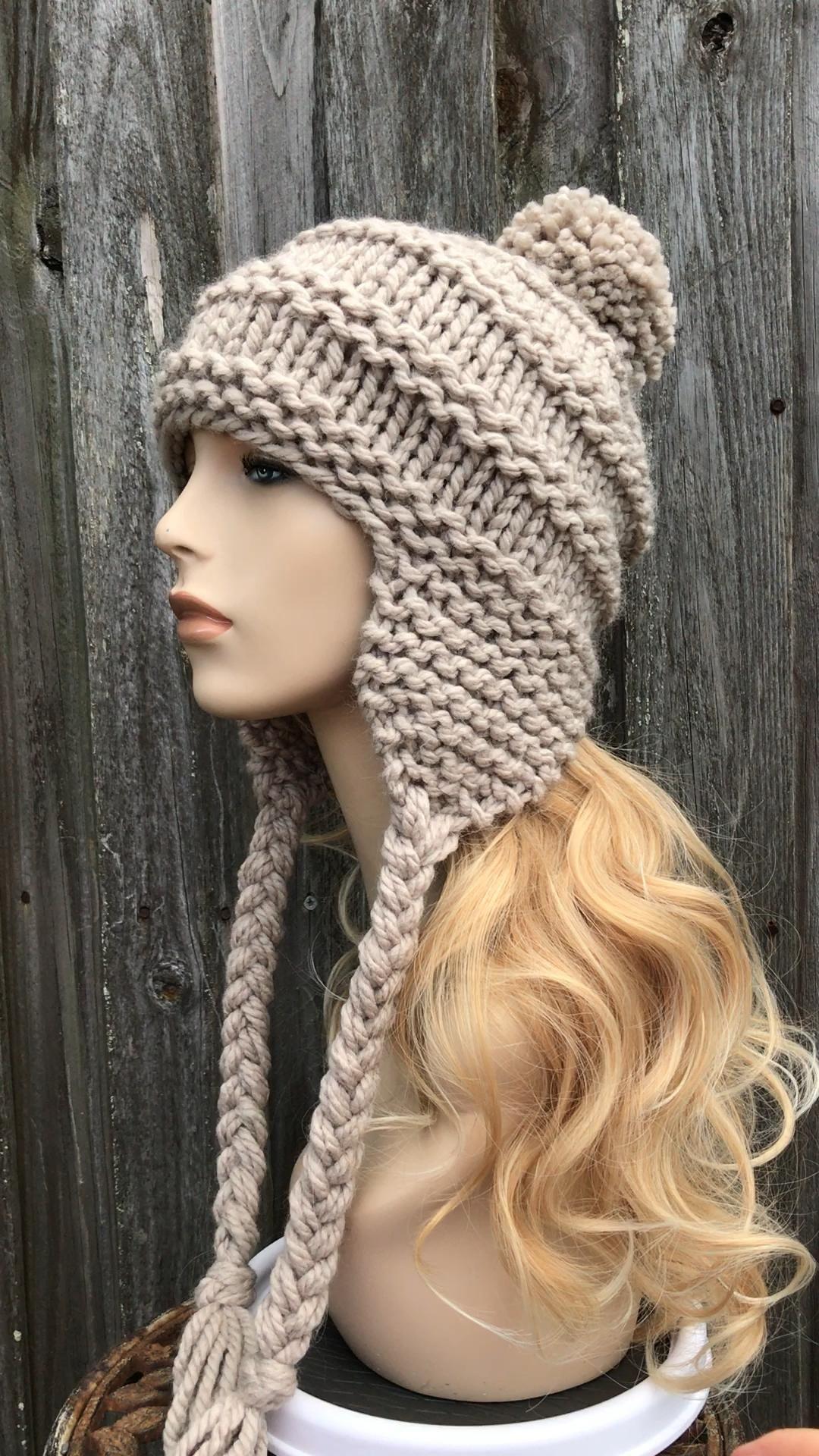 Chunky Knit Hat with Pom Pom in Greige
