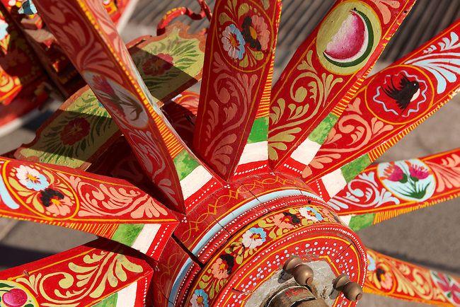 Sicilian Folk art on a Wooden Cart in Taormina Ancestral - teppich für küche