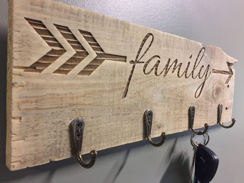 Engraved Family Arrow Key Rack Entryway Sign Key Holder Hanger