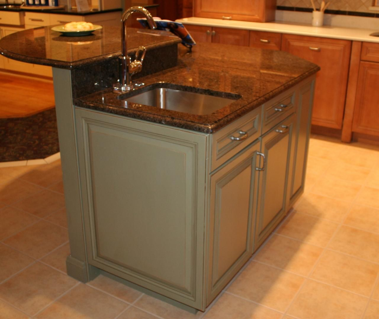 Eat At Kitchen Island: Kitchen Island With Sink, Raised Eating Area