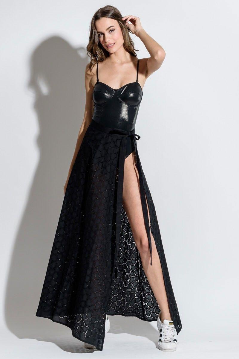 401a252ebffa Μαύρη μακριά φούστα με δαντέλα καρδιές και άνοιγμα στο πλάι για  εντυπωσικάκες εμφανίσεις στην παραλία. ΣΥΝΘΕΣΗ  90% COTTON 10% ELAST