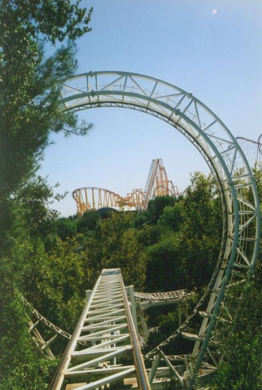 Revolution La Revolucion Great American Revolution Six Flags Magic Mountain Usa Amusement Park Rides Best Amusement Parks Roller Coaster