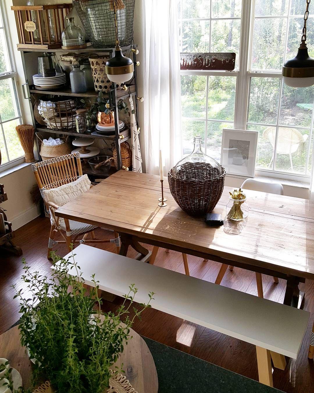Modern Farmhouse White and Wood Scandinavian kitchen