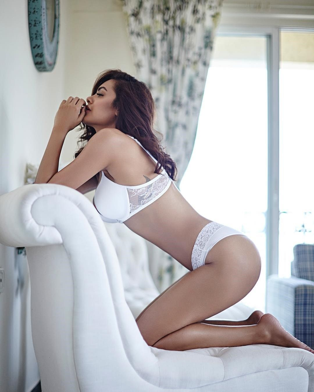 Esha Gupta Instagram Lusty Hot Sexy Viral Semi Nude Hq Photos