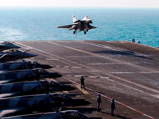 Talks on for Rafale pact....!!!!! officials say the final deal is unlikely to be concluded during French President Francois Hollande's India visit due to differences over pricing. http://goo.gl/aUpbxc