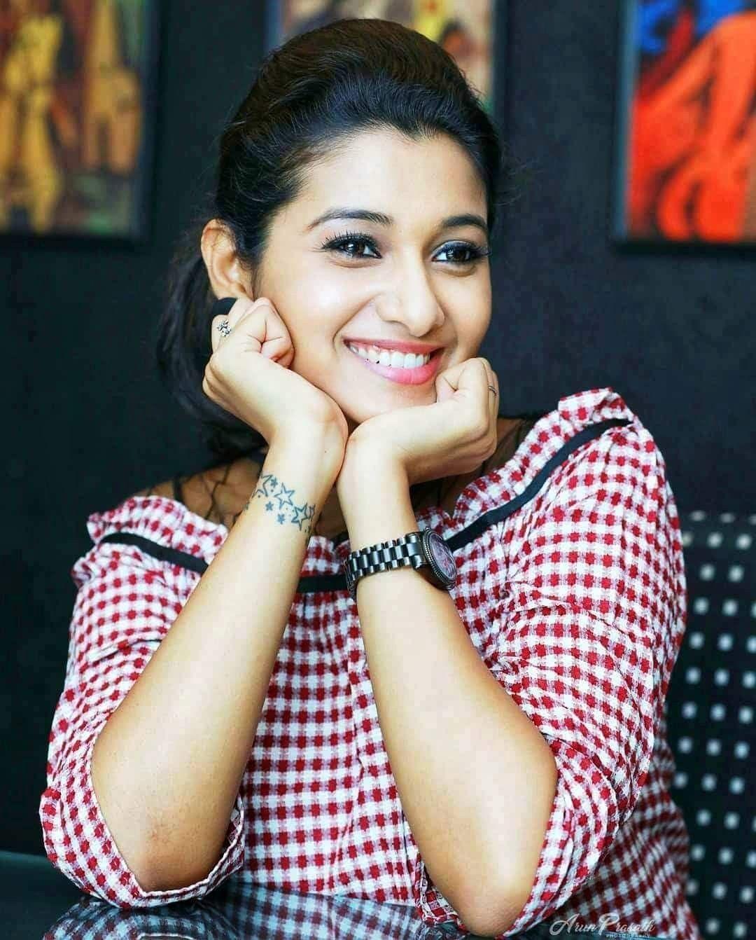 Actress Priya Bhavani Shankar Latest Photo Stills: Pin By Praveen Telugu On Priya Bhavani Shankar In 2019