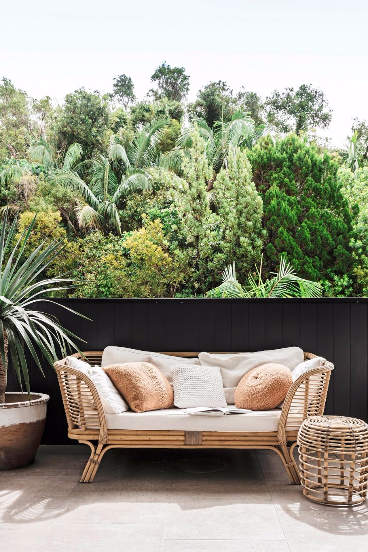 10 Relaxing Spaces Made For Me Time Coastal Interiors Design Coastal Interiors Apartment Patio Decor