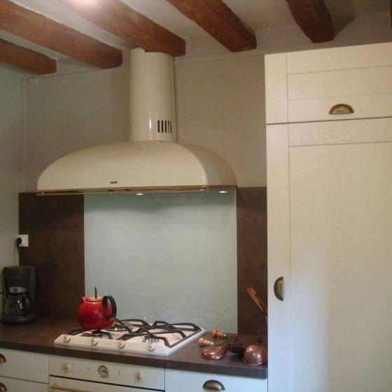 Cuisine Home blanc pur et plan de travail oxyde brun réalisée aux - Hauteur Plan De Travail Cuisine Ikea