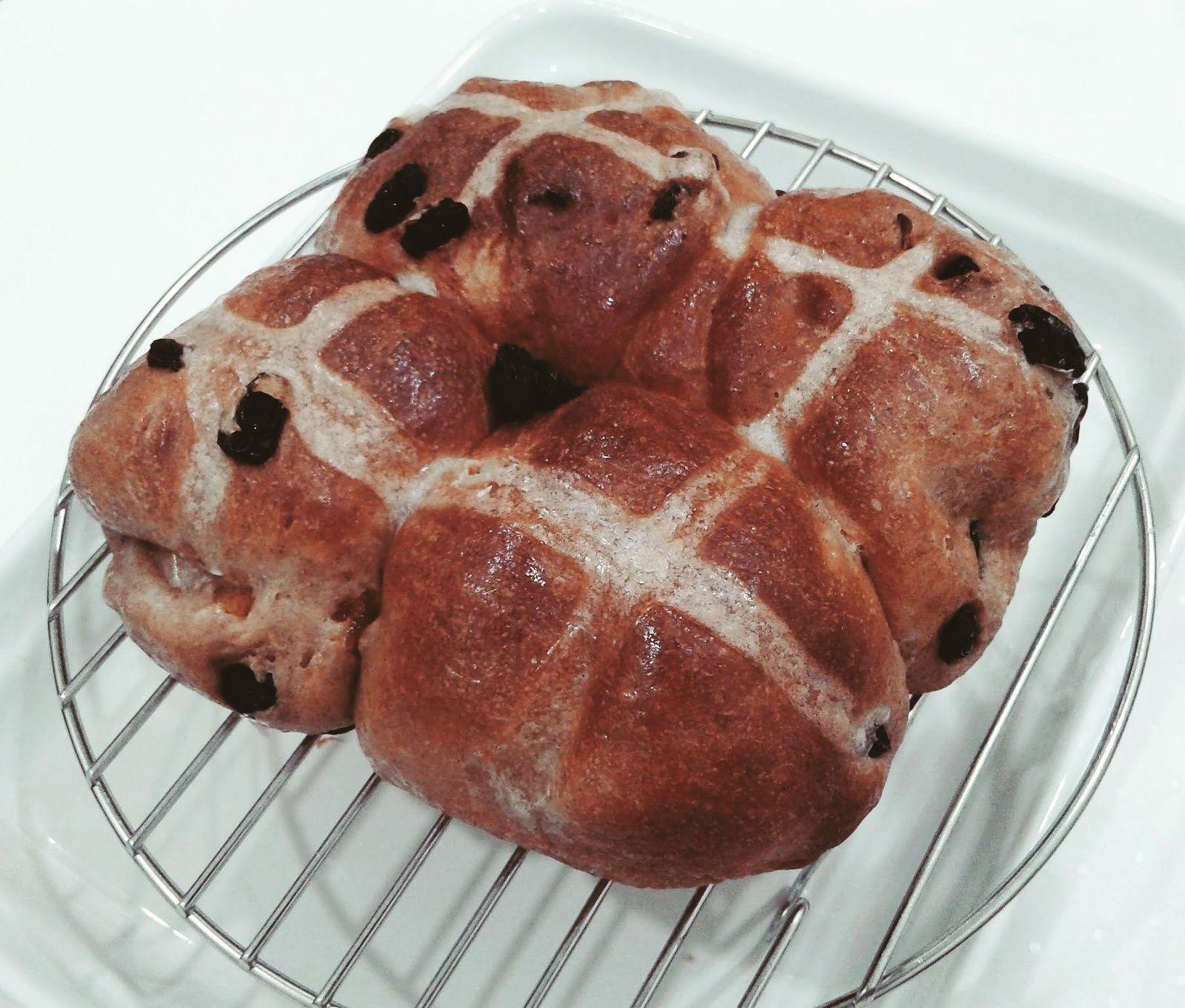 Hot Cross Wheat Buns Using Breadmaker & Airfryer The