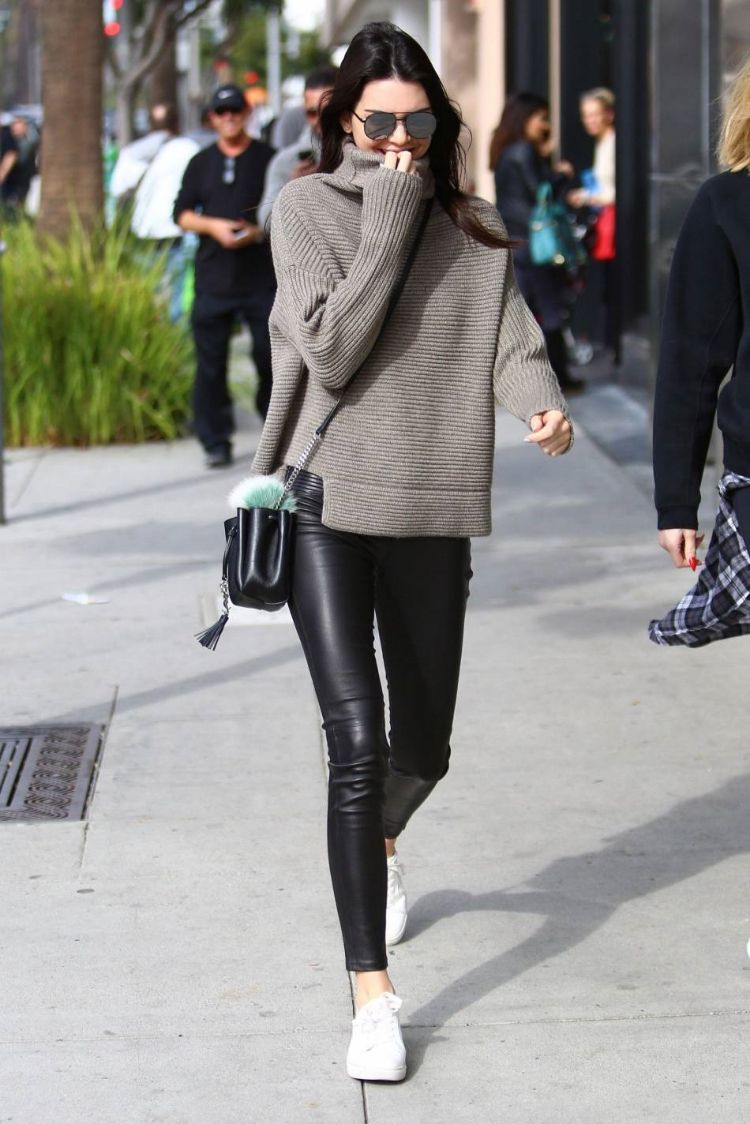 KOTD Weekend Recap: Kendall Jenner, Gwen Stefani, Jessica Alba x More — CNK Daily (ChicksNKicks) – Street Style