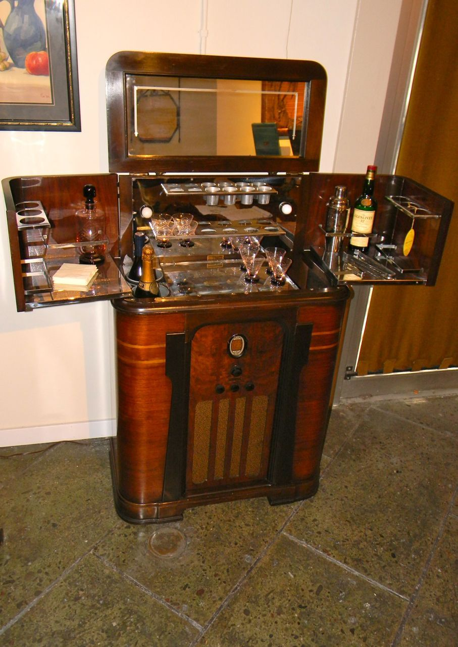 1930s American Art Deco Radio Bar Radio And Bar In One
