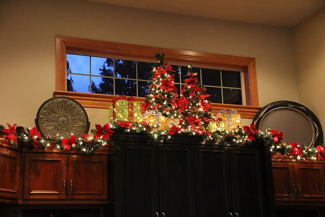 Above the kitchen cabinets... | Christmas decorations ...