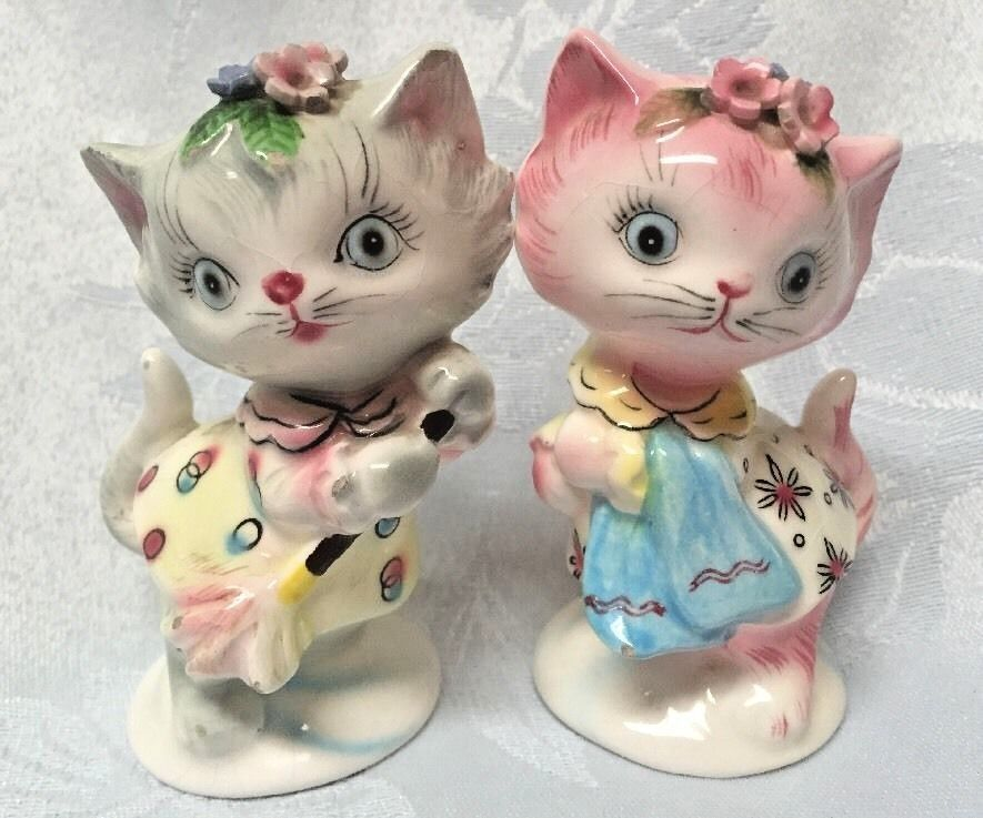 Vintage Flirtatious Winking Playful Cats Wearing Hats Salt and Pepper Shakers Antique Collectible Figurines