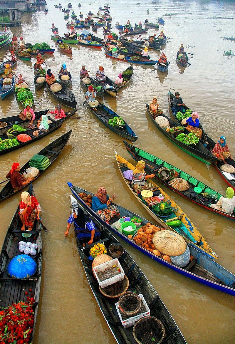 Floating Market boats Lok Baintan in Banjarmasin, Indonesia