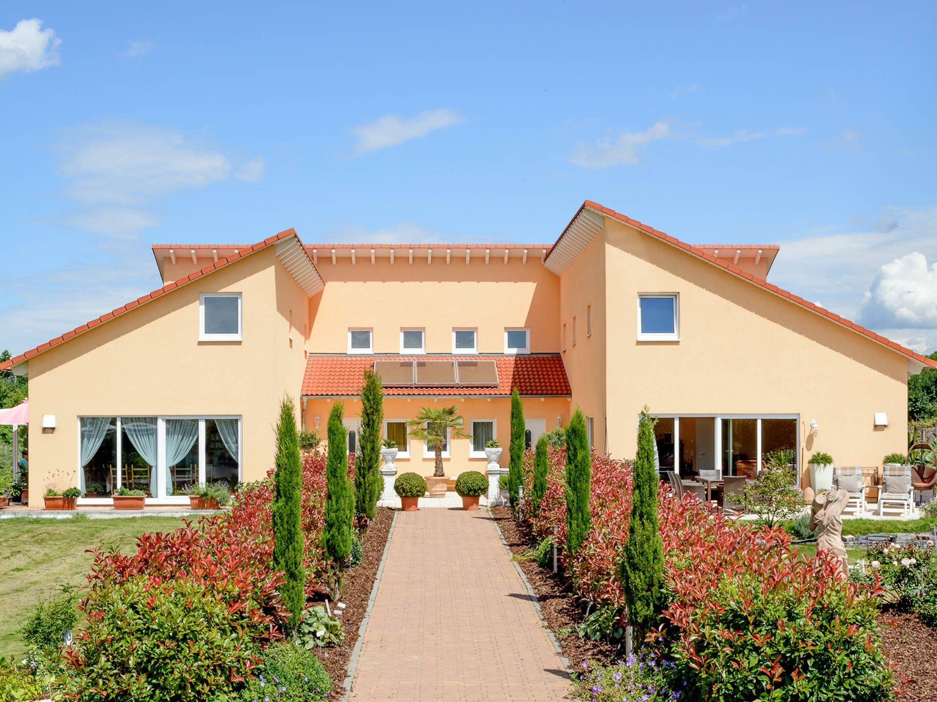 mehrgenerationenhaus auen mediterranes haus von albert haus fertighaus mit abgeschlossenen. Black Bedroom Furniture Sets. Home Design Ideas
