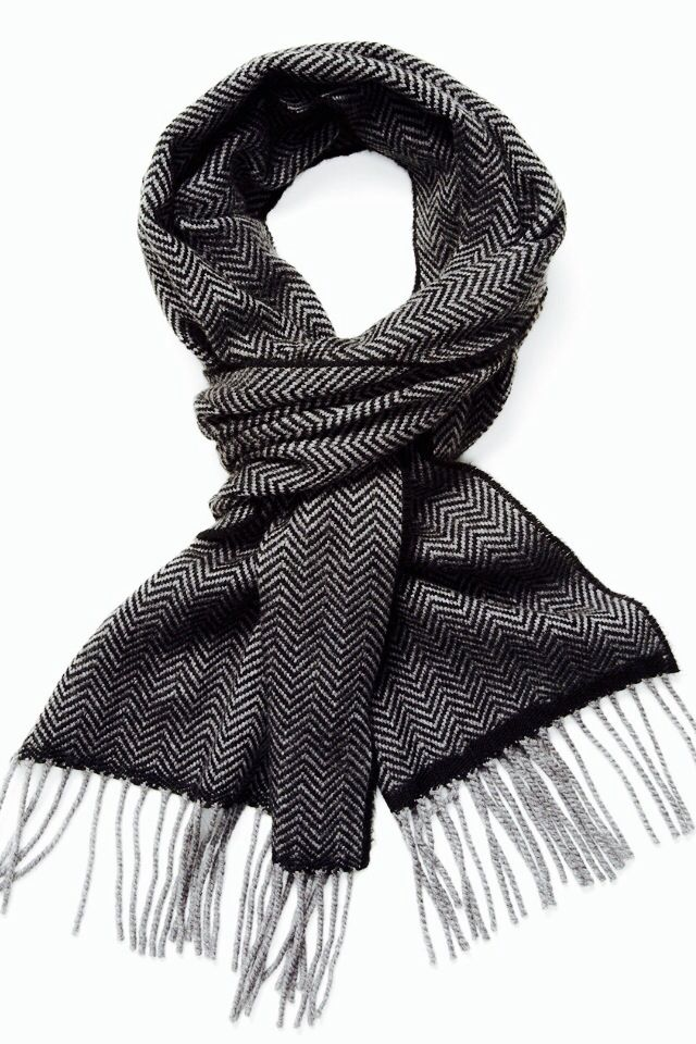 B/w scarf