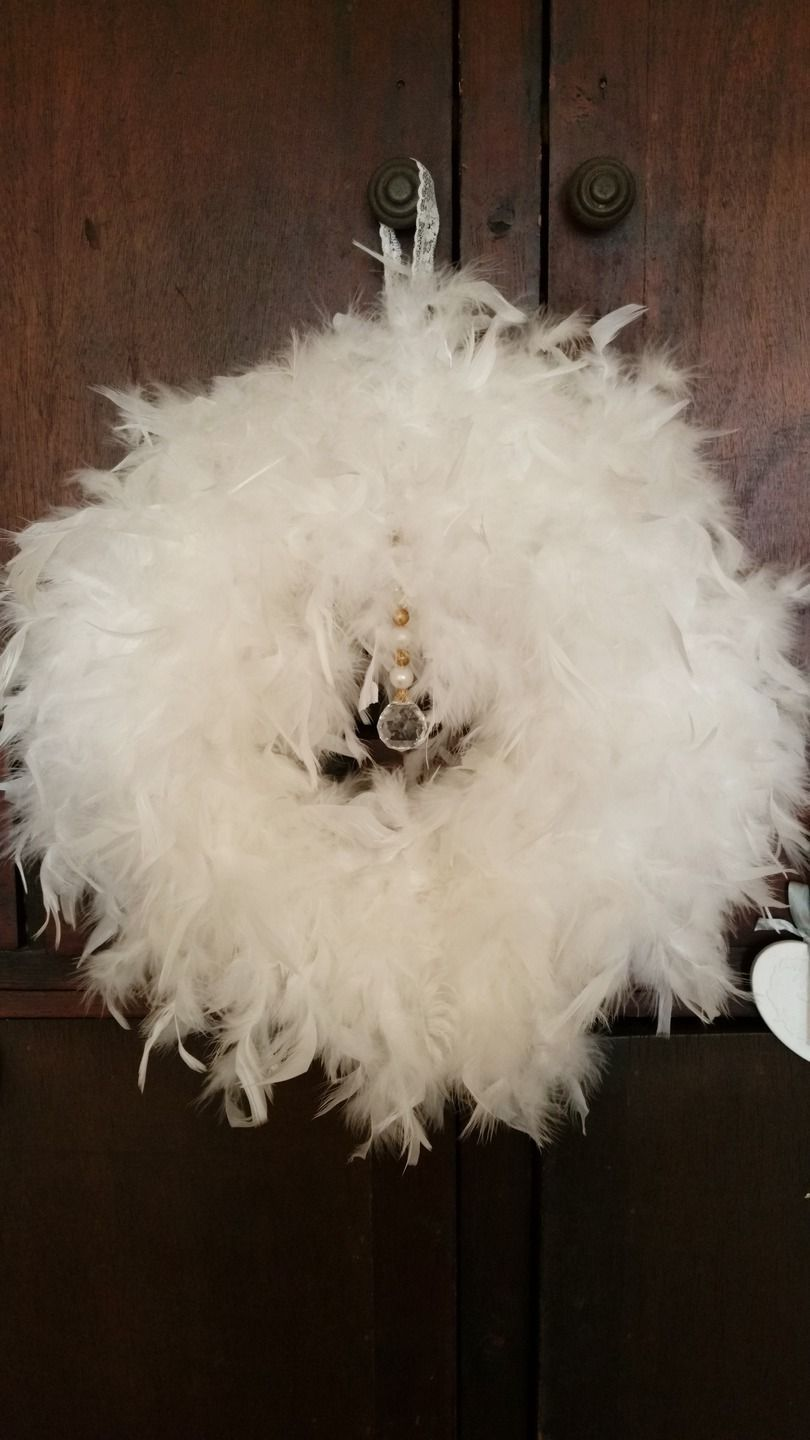 Grande couronne en plumes inspiration tr s shabby chic for Couronne shabby chic